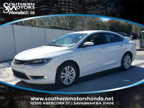 PRE-OWNED 2015 CHRYSLER 200 LIMITED FWD 4D SEDAN